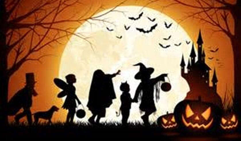 Halloweenoptocht door de wijk.