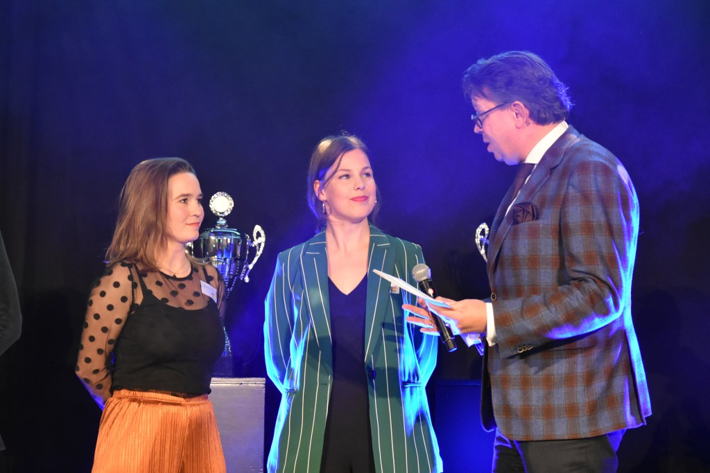 NON-eigenaren Manon van der Ende en Hella Elgershuizen.  © Groot-Westland.nl