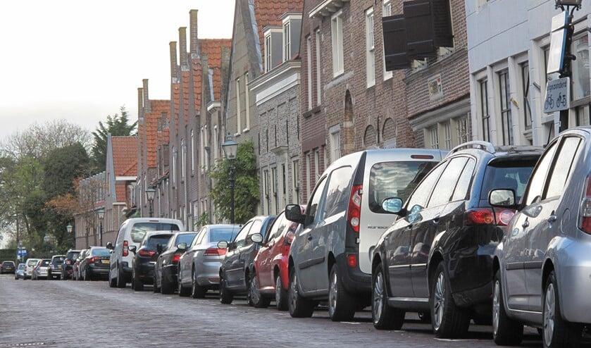 In de Langestraat is het vinden van een parkeerplek bijna altijd moeilijk, zelfs op een dag dat iedereen naar zijn werk is..