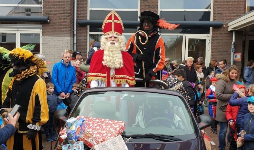 Zaterdag 16 november zette Sinterklaas al voet aan wal in Poeldijk.