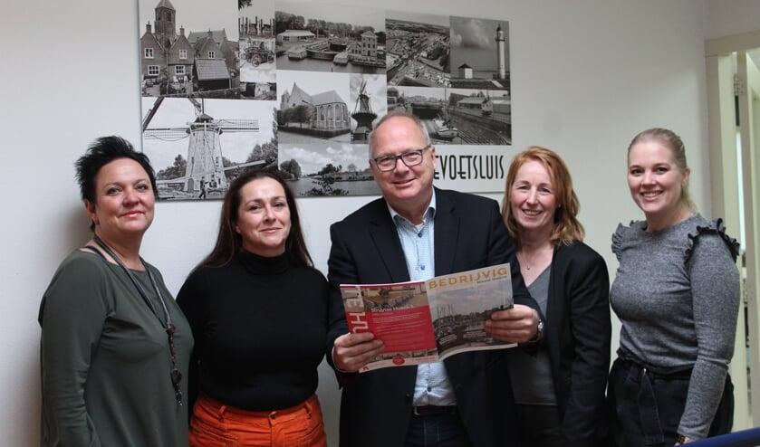 V.l.n.r.Heidi Neubauer, Evelien Holleman, Sander Waalboer, Sylvia Oonk en Lesley van de Zande-van de Langkruis.