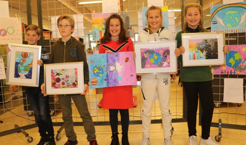 In Bibliotheek Naaldwijk werden de prijswinnaars bekend gemaakt van de Peace Poster Contest.