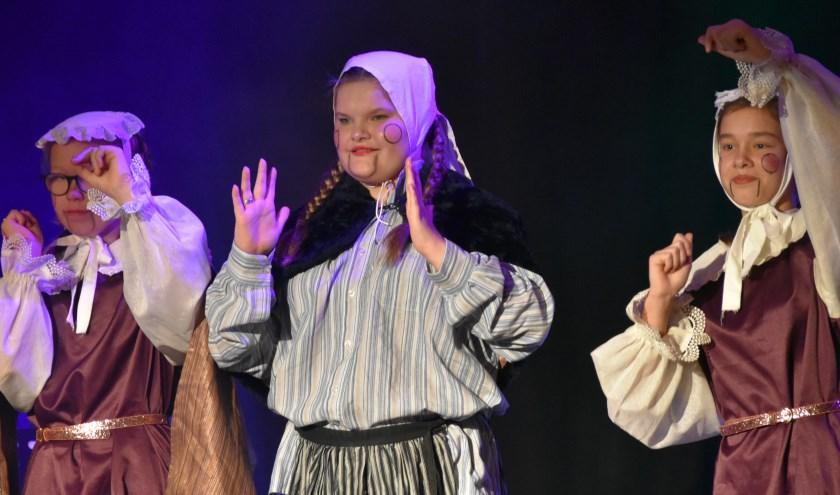 Tijdens de officiële openingsceremonie maakten de buitenlandse scholieren maandag kennis met het fenomeen draaiorgel.