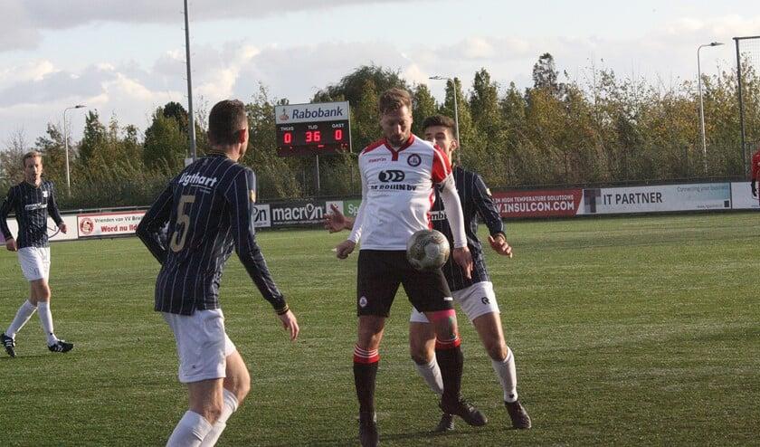 Alexander van Dommelen scoorde diep in de extra tijd de 2-0 voor Brielle tegen SHO. (Foto: Wil van Balen)