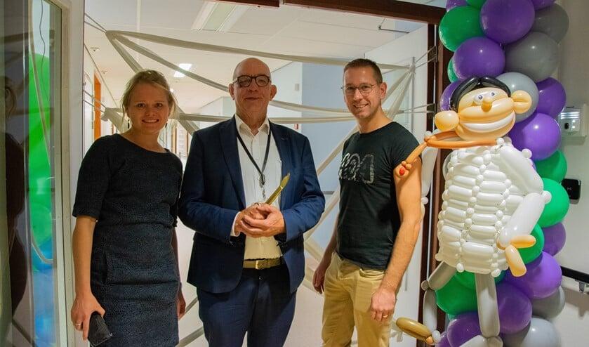 Paul van der Velden (midden) mocht samen met projectmanagers Iris van Groeningen en Bram Bolle de nieuwe afdeling openen.  Foto: Sam Fish