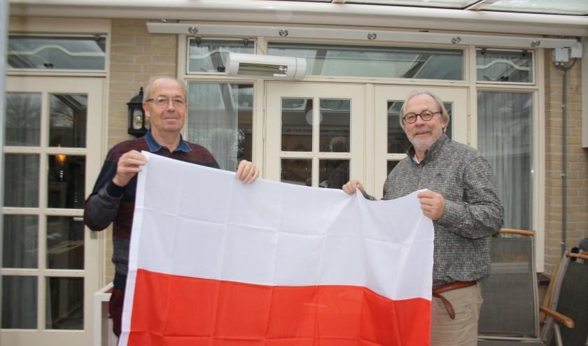 Wout Dijkshoorn en Hermen Kerssies met de Poolse vlag.