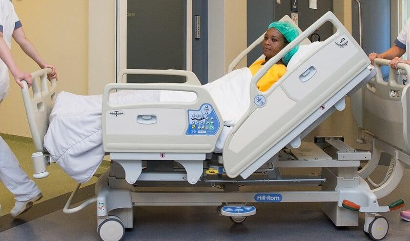 Patiënt op weg naar de operatiekamer.