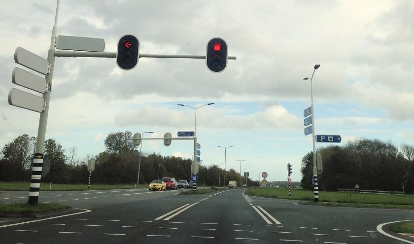 De flitspaal bij het kruispunt bij Goedereede gaat gemiddeld iedere 8 minuten af. Veel bezoekers worden later onaangenaam verrast door een bon. (foto Dorien Kickert)