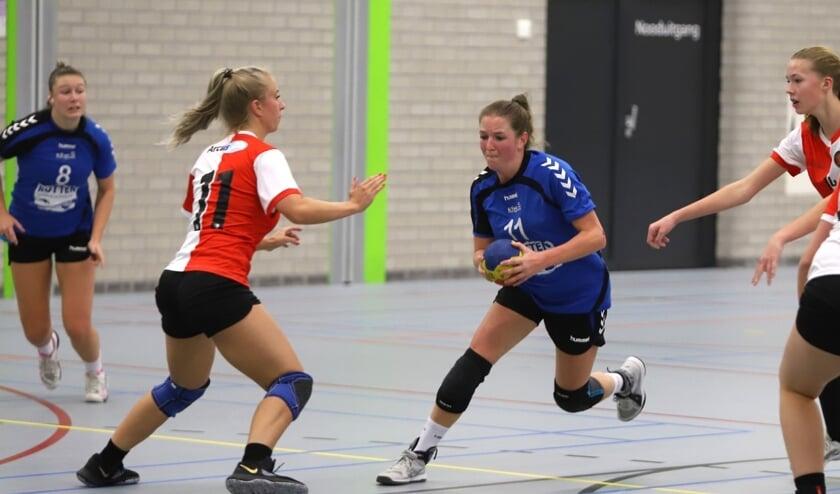De dames van HVOS pakten  bonuspunten in het duel met Feyenoord, het werd 25-17.