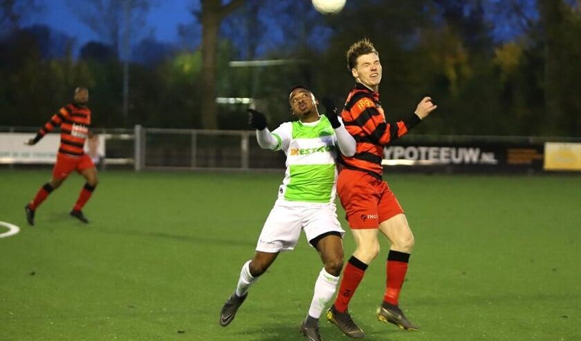 Spijkenisse bekert verder na de winst op het Rotterdamse VOC. Felino Jardim (foto) scoorde voor Spijkenisse. Fotografie: Peter de Jong