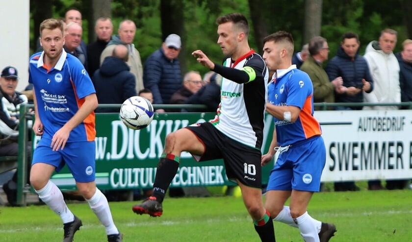 GHVV'13 en Zuidland hielden elkaar, ondanks een veldoverwicht van Zuidland, in evenwicht, 2-2.