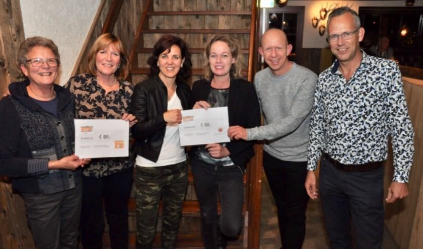 De organisatie van de Bradelierloop heeft weer twee goede doelen verblijd met een cheque.