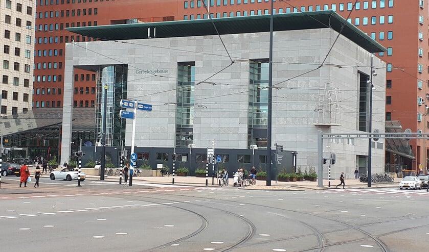 Het Rotterdamse gerechtsgebouw waar Leon van M. werd veroordeeld