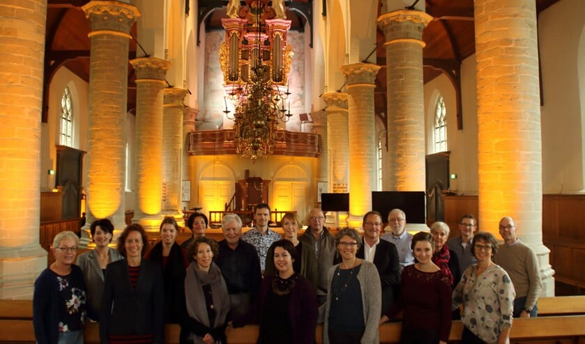 Vocaal ensemble Magnificat brengt o.l.v. dirigent Mirjam van den Hoek bekende en minder bekende kerstliederen ten gehore in de Hervormde Kerk van Dirksland. Het orgel wordt bespeeld door Matthijs van der Wilt.