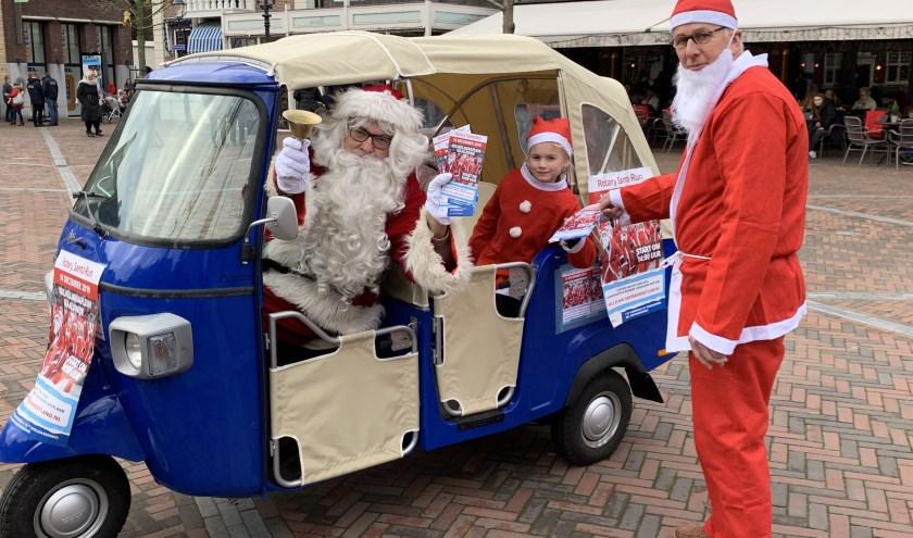 Mogelijk loopt dit jaar de Kerstman zelf ook mee, afgelopen zaterdag was hij met zijn eigen tuk tuk al in Naaldwijk aanwezig om zijn rode feestje te promoten.