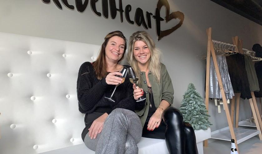 Ilse de Wilde (r) en Dayna Burger (l), de gezichten achter het duurzame kledingmerk RebelHeart.