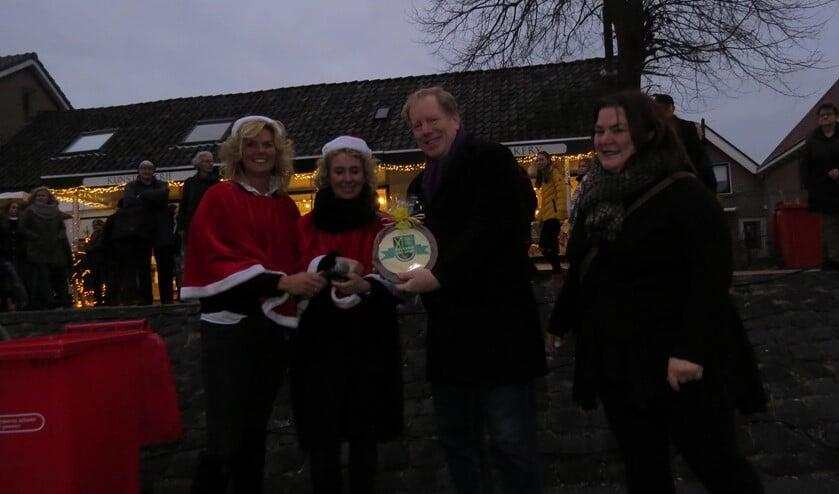 Burgemeester Peter de Jong gaf afgelopen zaterdag het officiële startsein voor de goed bezochte Winterfair van Rockanje. (Foto: MMV).
