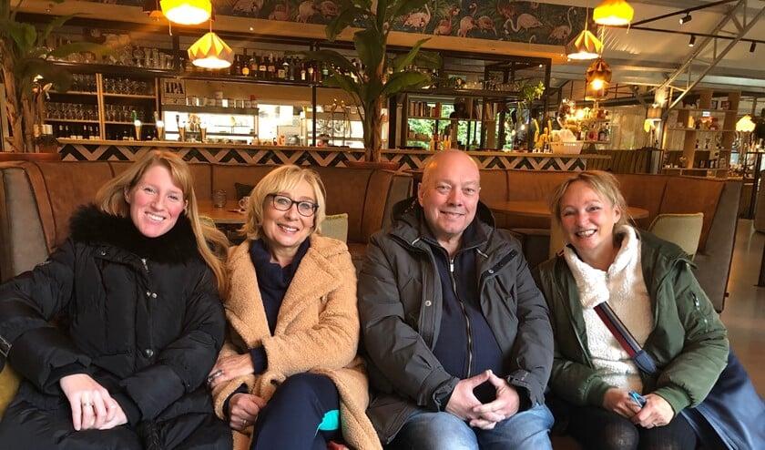 Rechts PvdA-statenlid Evelyn Hijink met links de Brielse PvdA-leden