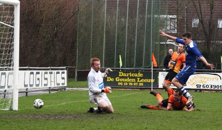 De 0-3 viel via een eigen treffer van Jacob van der Spaan (liggend).  Doelman De Jongh zou even later uit het veld worden gestuurd.