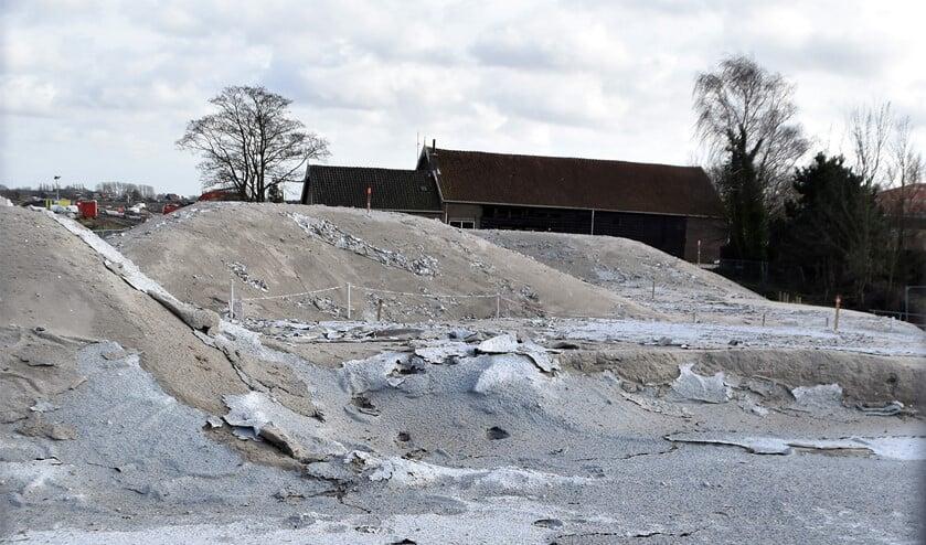 Het zand bij de brug naar Kickersbloem is bespoten tegen stofoverlast