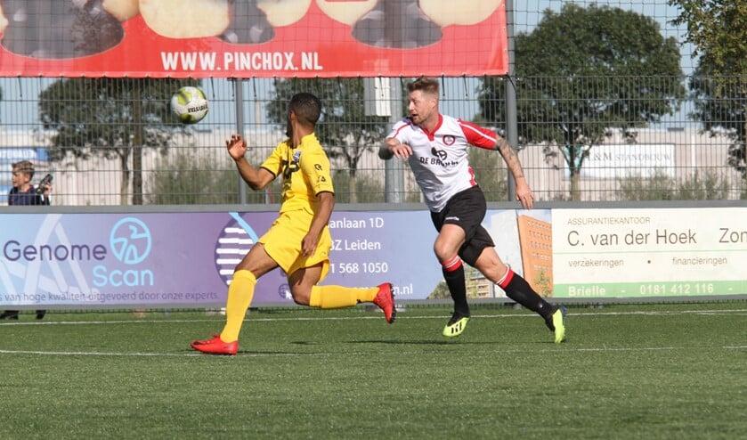 Michael van Dommelen scoorde drie keer voor Brielle in de uitwedstrijd bij Heinenoord. (Archieffoto: Wil van Balen).
