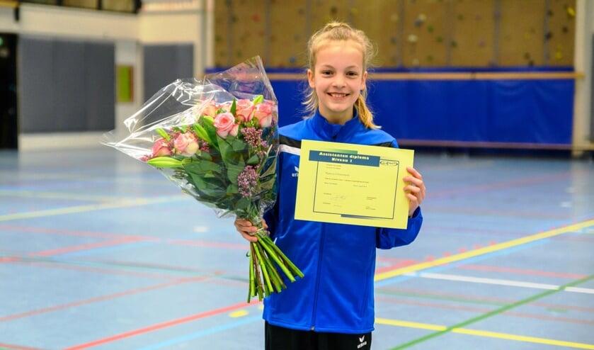 Nanou Gravestein met haar diploma.