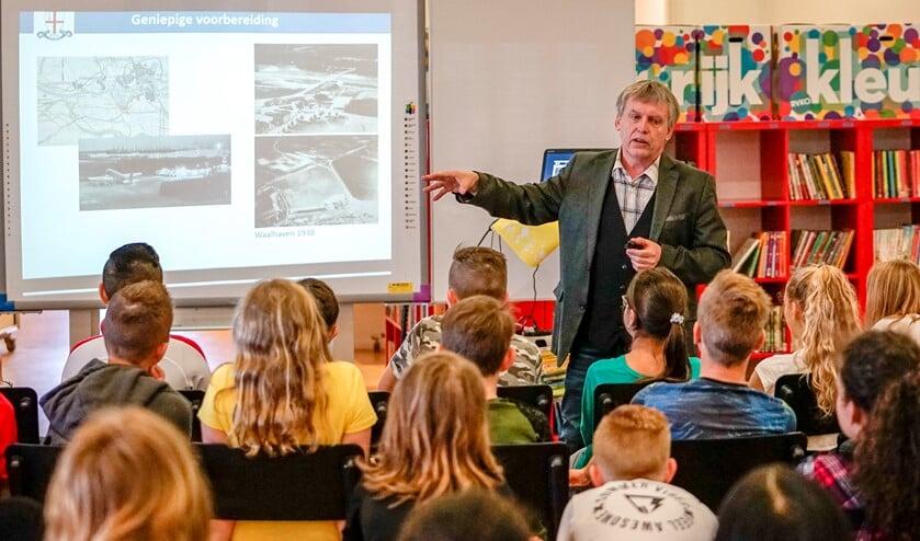 Kees Stoutjesdijk vertelde met bevlogenheid over de gebeurtenissen op 10 mei 1940.