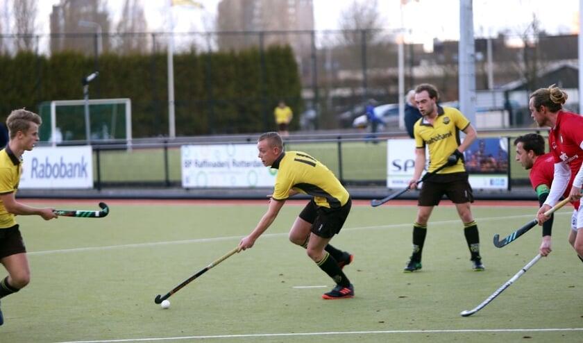 Grote man voor de hockeyers van HV Spijkenisse was zondag Boris de Puij die vier keer scoorde.