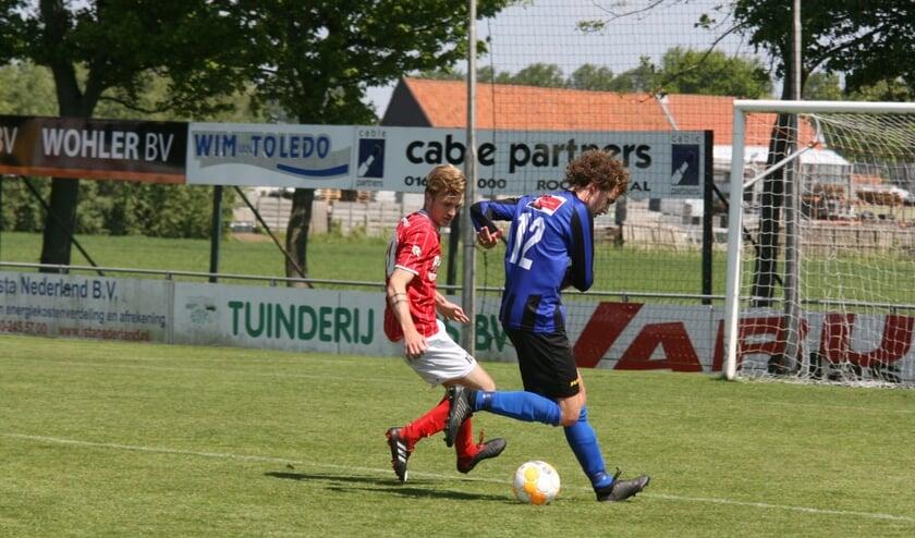 Vincent Bieling miste twee honderd procent scoringskansen voor Vierpolders. (Foto: Wil van Balen).