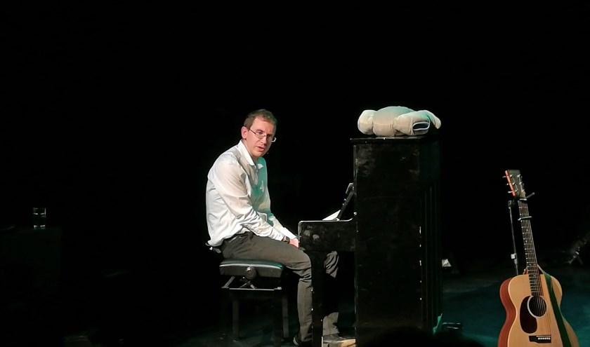 Zijn optreden maakt duidelijk waarom Cris Verlaan de winnaar is geworden van Camaretten 2018.  (Tekst&foto: Maria Evers)