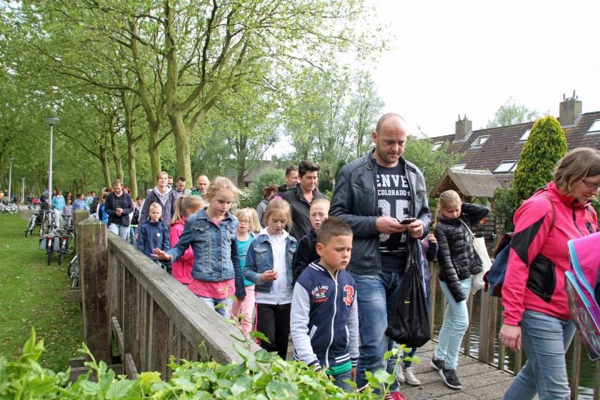 Zien we in de eerste week van juni de wandelaars weer in een lange stoet door Hellevoetsluis lopen?