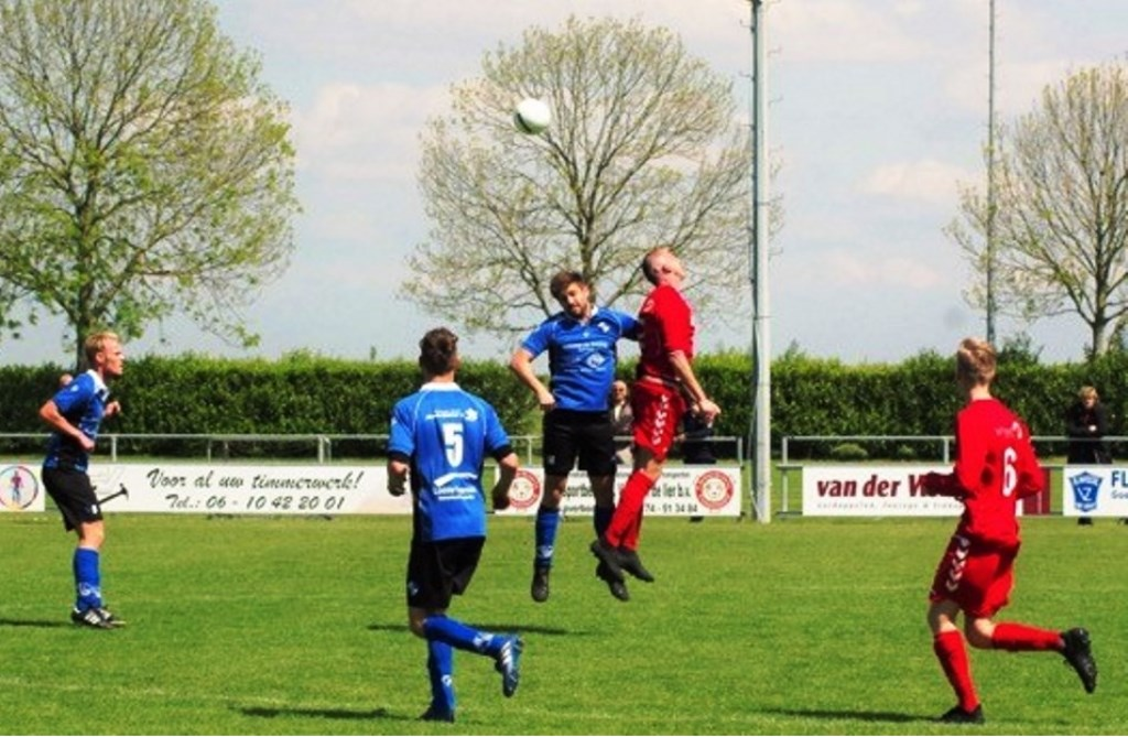 Er waren mooie duels te zien tussen  Stefan Klink (l) en Mike Kortsmit van SC Botlek.  © GGOF.nl
