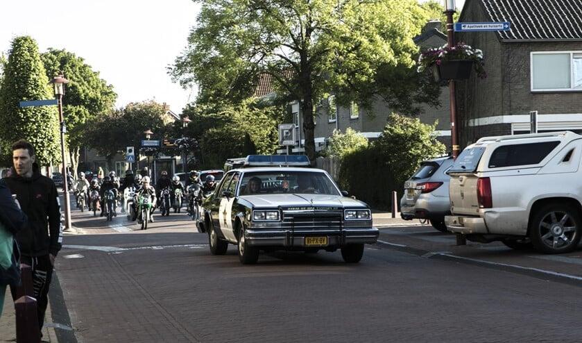 Onder grote belangstelling trok de motorparade vorige week vrijdagavond door Rockanje.