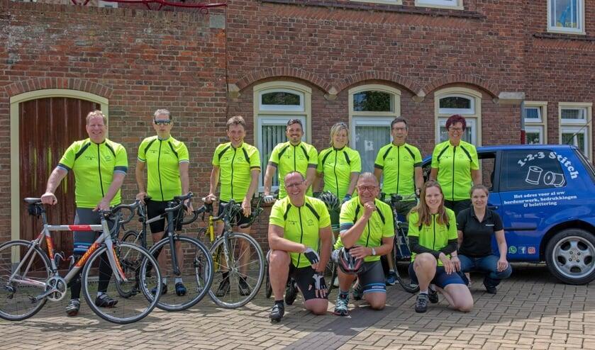 Team Westvoorne is klaar voor deelname aan de Erasmus MC Tour de Rotterdam. (Foto: Jos Uijtdehaage).