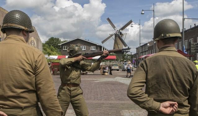 Voorne in Stelling trok ondanks het onstuimige weer veel bezoekers Foto:  © Voorne-putten.nl