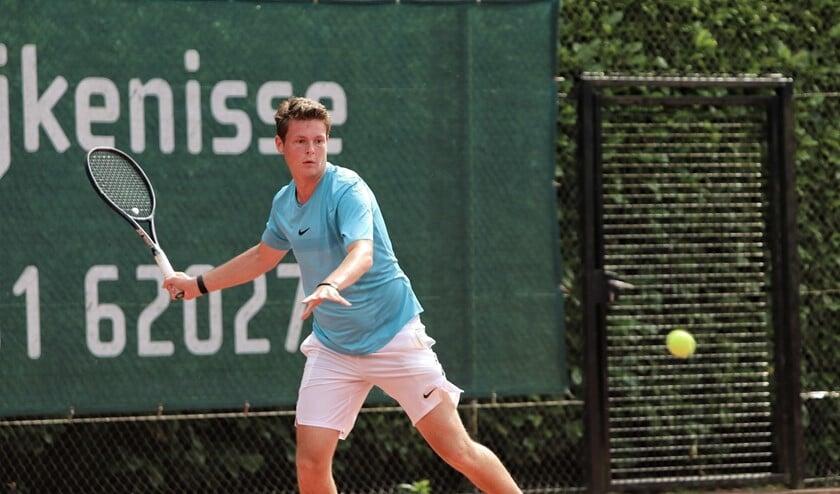 Daan Heijmans won de hoogste heren categorie in het open toernooi van LTV De Hartel. Foto: Peter de Jong