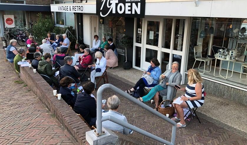 """Deze keer was """"Steekje los"""" te gast bij het Atelier van Jaap Reedijk en de winkel 19Toen van Trudie Duteweerd aan de Oostdijk in Sommelsdijk."""