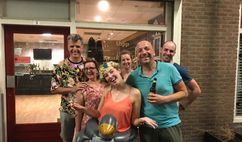 De winnaars van de tropische CLUB ROOD pubquiz