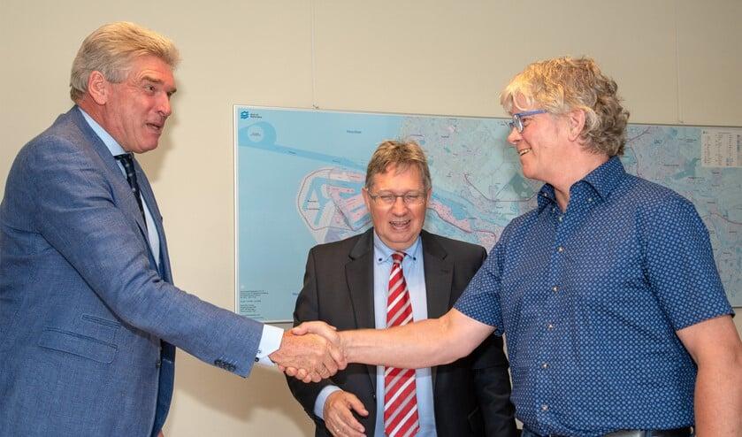 Felicitaties voor Albert Boomgaardt, de nieuwe consul (Foto: Jos Uijtdehaage)