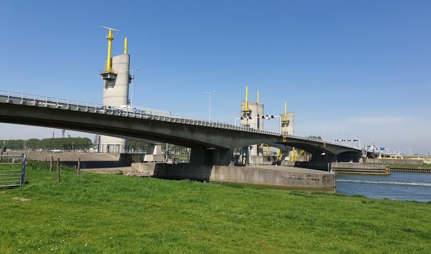 De Hartelbrug is bereikbaar.