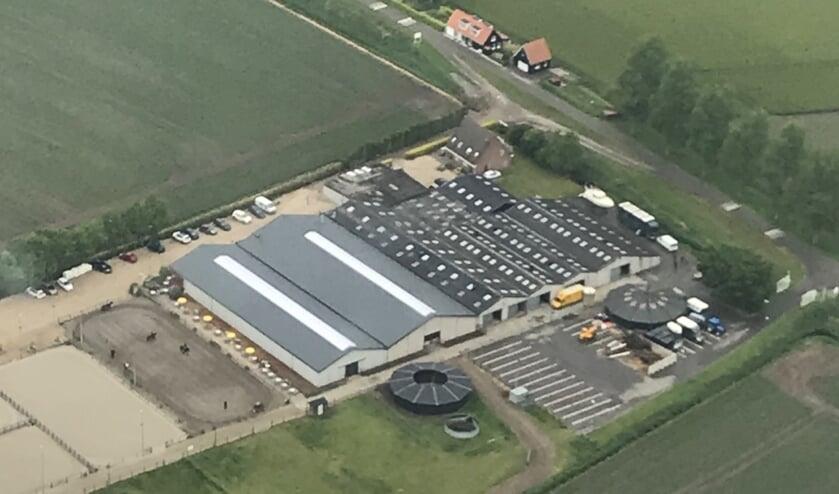 De beide rijhallen van Manege Oostmoer zijn voorzien van een geïsoleerd dak met lichtstraten. (foto: Henk Kieviet)