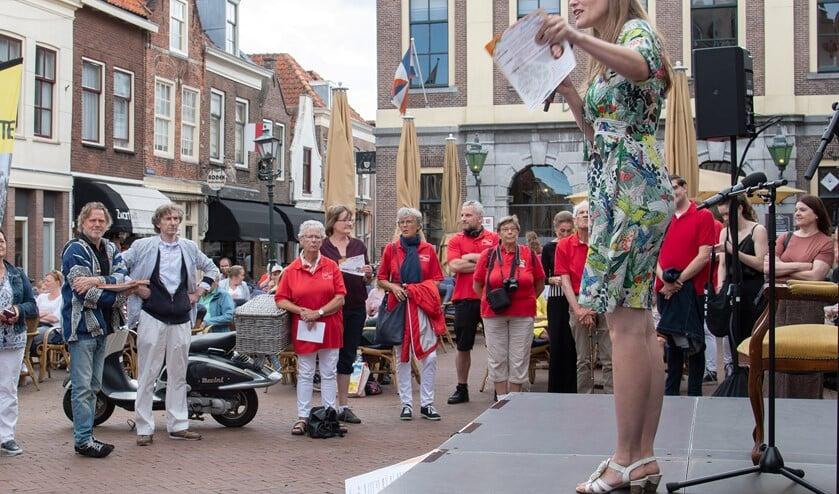 De opening van het Vertelfestival op de Markt (Foto: Jos Uijtdehaage)