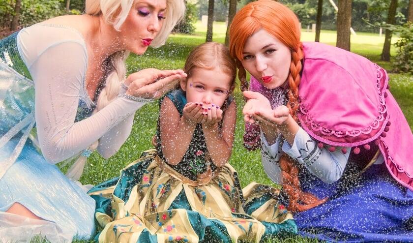 Prinsen en prinsessen, bekend van de films, stappen uit de tv het echte leven binnen!