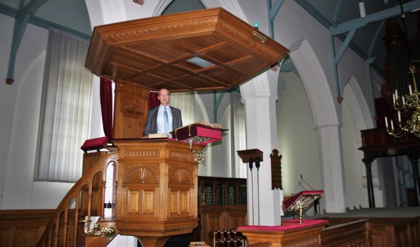 """Dominee Johan Tekelenburg: """"Ik wilde als kind van vier al predikant worden. Daar heb ik de hele vorming in mijn leven op gericht."""" Tekst en foto: (Frank de Klerk)"""