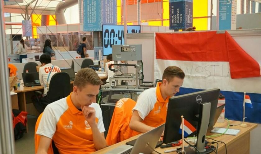 Tim van den Bogert (l) heeft de vierde plaats bemachtigd op de WorldSkills in Kazan.