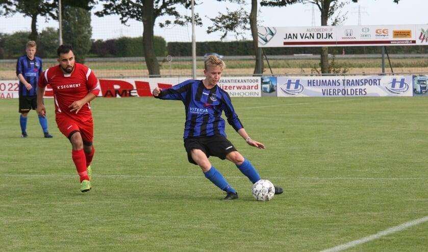 Nieuwkomer Michiel van der Hurk startte tegen MSV '71 in het basiselftal van Vierpolders. (Foto: Wil van Balen).