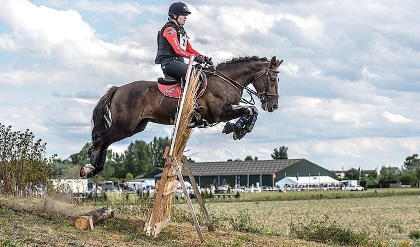 Sabine van Gelderen behaalde een eerste plaats bij Eventing Westdorpe.