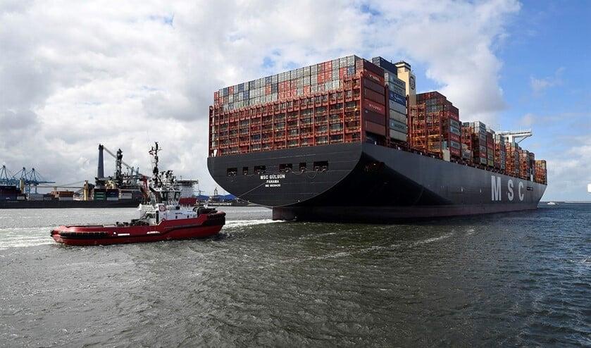 Rotterdam 3 september 2019Aankomst MSC GülsünMSC Gülsün arriveerde dinsdagmiddag 4 september om 14.00 uur aan de kade vande APMT 2 terminal in de Rotterdamse haven. Het 400 meter lange en 62 meterbrede schip heeft een capaciteit van 23.756 TEU (20 voets standaardcontainers) en isdaarmee het grootste