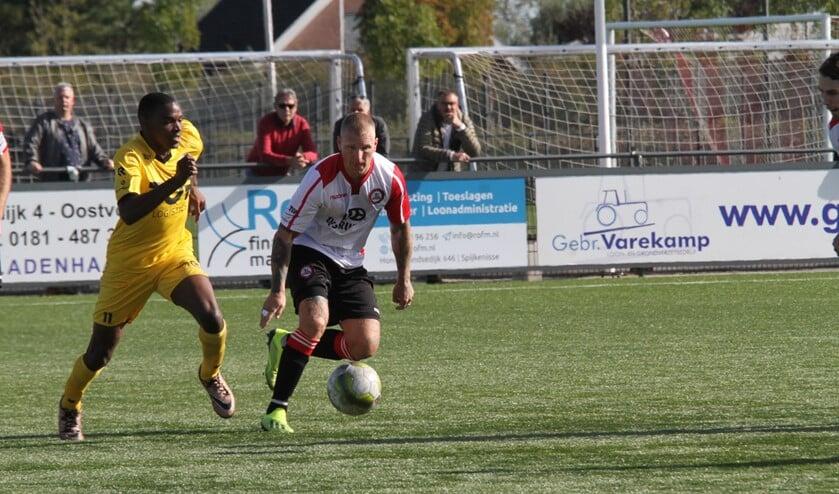 Marvin Godschalk scoorde de 3-2 voor Brielle tegen Oostkapelle. (Archieffoto: Wil van Balen).
