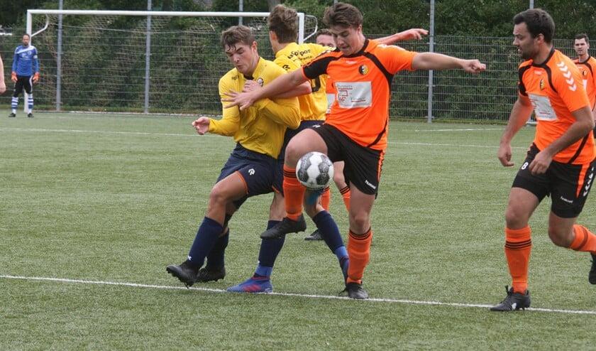 Noa Kompanje scoorde voor Rockanje in het bekerduel tegen SV Simonshaven. (Foto: Wil van Balen).